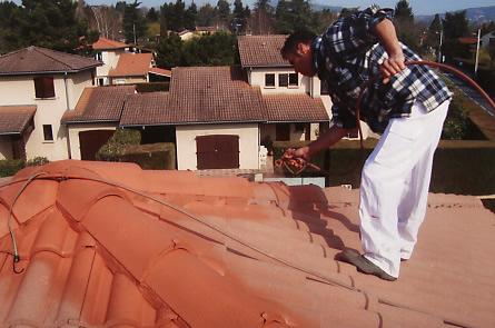 artisan lopez lyon traitement toitures et tuiles ravalement de fa aces traitement de charpentes. Black Bedroom Furniture Sets. Home Design Ideas